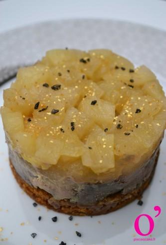 Foie gras sur lit de pain d'épice et compotée de pommes