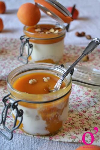 Panna cotta vanille bleue, abricot et noisettes